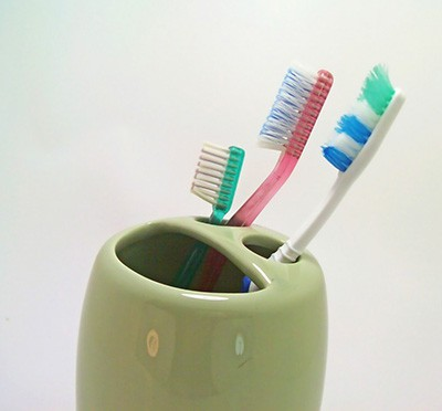 stockvault-toothbrushes107155-1024x788